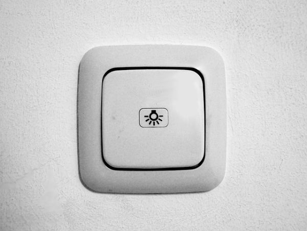 Rohrtresor einbauen: Versteck als Lichtschalter